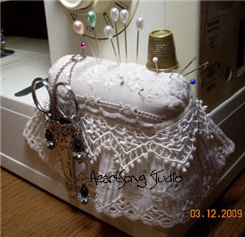 hsssewingmachingpincushion0937.jpg